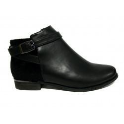 černá kotníčková obuv