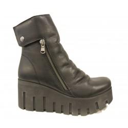 černá kožená kotníková obuv na platformě