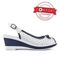bílo modré kožené letní sandály na klínu TENDENZ