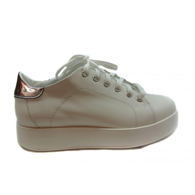bd2b842c52ee bílé kožené italské tenisky na platformě LAURA BUSI - Danea-Shoes