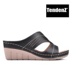 černé pantofle na klínu TENDENZ TAS17-029