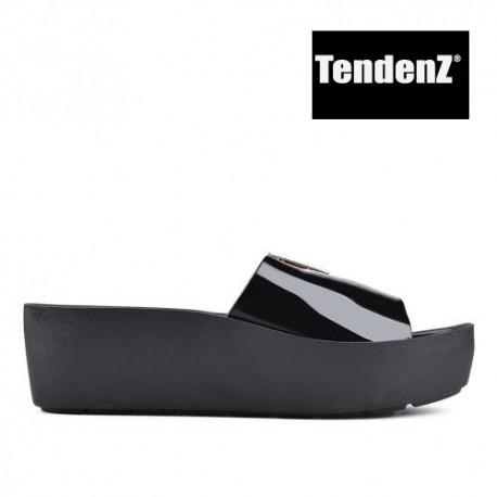 černé lakované pantofle na platformě TENDENZ PTS17-017