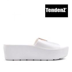 bílé lakované pantofle na platformě TENDENZ PTS17-017
