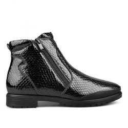 černá lakovaná kotníková obuv s hadím vzorem TENDENZ