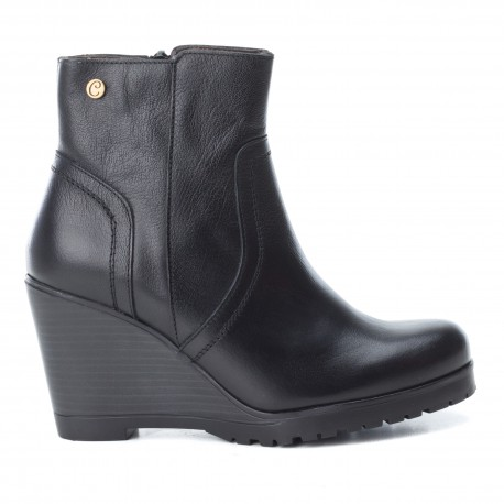 černá kožená kotníková obuv na klínu CARMELA 65863