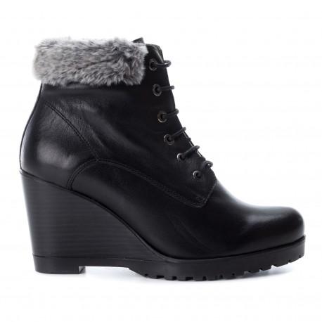 černá kožená šněrovací kotníková obuv na klínu CARMELA 65866