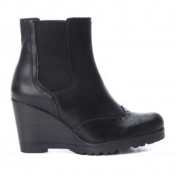 černá kožená kotníková obuv na klínu CARMELA 65881