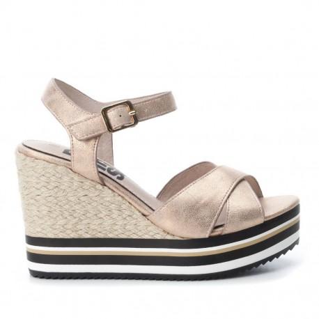 třpytivě béžové sandálky na klínu Refresh 64090