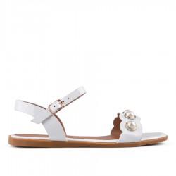 bílé lakované sandállky TENDENZ IES18-011
