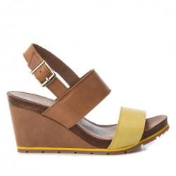 hnědo-žluté kožené sandály na klínu Carmela 66740
