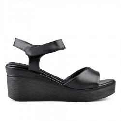 černé sandálky na klínu Tendenz EKS19-042
