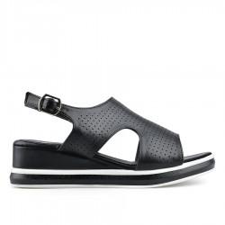 černé sandálky na klínku TENDENZ TBS19-019