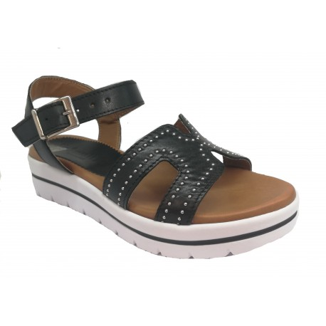černé kožené italské sandálky na platformě se cvočky UN PASSO IN PIU 033