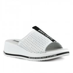 bílé kožené pantofle na klínu Tendenz NTS21-081