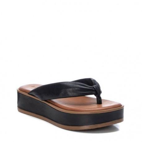 černé kožené žabky na platformě Carmela 067845