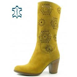 jarní semišové kozačky žluté na podpatku